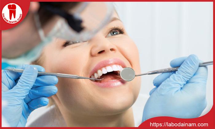 Hôi miệng có thể không phải bọc răng sứ mà do các bệnh về răng